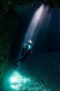 Taucher in Höhle, Korfu von Norbert Probst