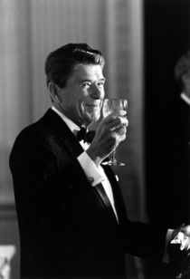 1050-president-ronald-reagan-making-a-toast-photo-poster-jpeg