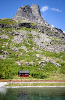 Norway-hillhouse2