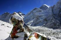 Gebetsfahne am Mount Everest by Gerhard Albicker