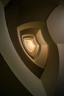 Modern staircase in brown and golden tones by Jarek Blaminsky