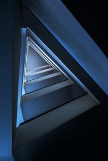 Triangle staircase in blue tones von Jarek Blaminsky