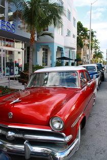 Oldtimer am Ocean Drive in Miami Beach von Marita Zacharias