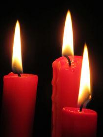 drei rote Kerzen von Angelika  Schütgens