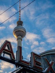 Fernsehturm mit Schäfchenwolken von Franziska Mohr