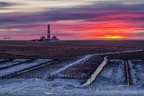 Sonnenuntergang im Winter am Leuchtturm Westerheversand von Moritz Wicklein