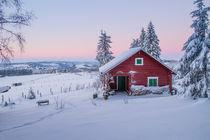 Rotes Haus im Winter von Heidi Bücker