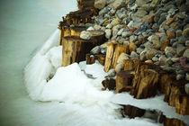 Eisbruch am Flussufer by Sabine Radtke