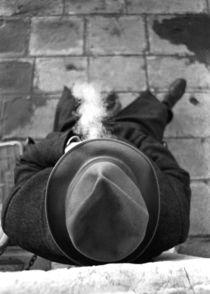 Man Smoking von Alan Mogensen