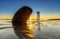 Bootswrack in der Elbe bei Hamburg by Dennis Stracke