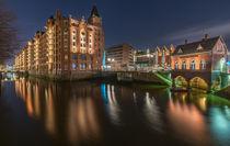 Nachts am Fleet in der Speicherstadt Hamburg Fleetschlösschen by Dennis Stracke