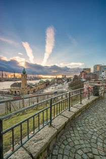 Blick zu den Landungsbrücken Hamburg Hafen von Dennis Stracke