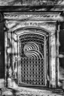 Wartehaus by Dennis Stracke