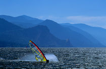 Windsurfer along Columbia Gorge von Jim Corwin