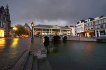 Leiden canal bridge  by Rob Hawkins