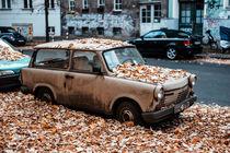 Trabi in Autumn. von Svante Berg
