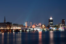 Hamburg Hafen bei Nacht von Borg Enders