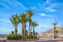 Auf der Strandpromenade der afrikanischen Hafenstadt Agadir von Gina Koch