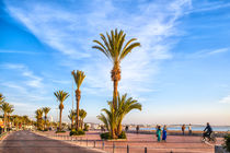 Strandpromenade der afrikanischen Hafenstadt Agadir von Gina Koch