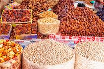 In einer Markthalle der afrikanischen Hafenstadt Agadir in Marokko von Gina Koch