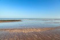 Strand an der Küste des Atlantiks bei El Jadida in Marokko von Gina Koch
