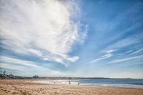 Strand an der an der Küste des leuchtend blauen Atlantik von Gina Koch