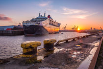Königlicher Sonnenuntergang - Queen Mary 2 by photobiahamburg
