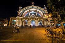 Frankfurt Hauptbahnhof bei nacht  by Rob Hawkins