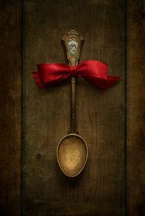 Red bow and ornamented spoon by Jarek Blaminsky