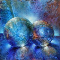 Zwei blaue Murmeln by Annette Schmucker