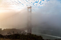 Golden Gate Bridge bei Nebel, San Francisco, Kalifornien, USA von geoland