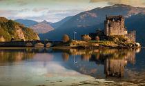 Reflections of Eilean Donan Castle von chris-drabble