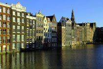 Grachtenhäuser in Amsterdam im Sonnenlicht by Patrick Lohmüller