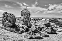 Rocks-at-shore-in-praia-malhada-jericoacoara-brazil-copia