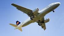 Lufthansa Plane von Bastian Altenburg