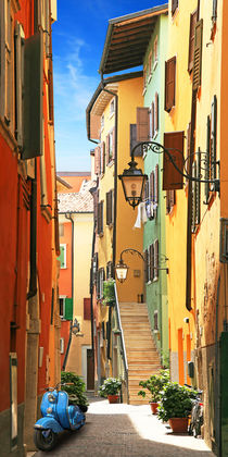Altstadtidylle von Riva del Garda by Monika Juengling