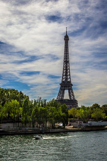 Eiffel tower and the Senna river by Juan Carlos Lopez