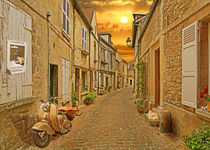 Sonnige Altstadtgasse in der Picardie von Monika Juengling