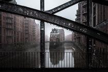 Hamburg Speicherstadt im Nebel I Wasserschloss von elbvue