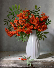 Rowan-berries-in-white-vase