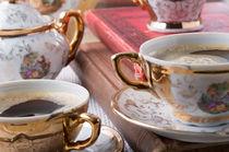 Vintage coffee cups with hot espresso and retro dishware von Vladislav Romensky