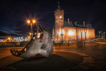 Pierhead building and Merchant Seafarer's War Memorial by Leighton Collins