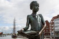Bronzefigur im Emder Hafen by ropo13
