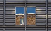 Spiegelung im Fenster von fotolos