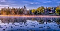 Schloss von Pierrefond am Morgen by Philip Kessler