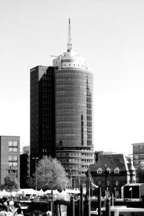 Gebäude / Hotel? am Hamburger Hafen,  by Simone Marsig