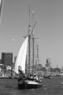 "Sailing boat / Segelboot ""zuiderzee"" 2016 in Hamburg, Hafengeburtstag von Simone Marsig"