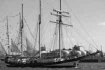 "Sailing boat / Segelboot ""SWAENSBOURGH"" 2016 in Hamburg, Hafengeburtstag von Simone Marsig"