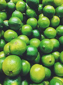 Lime Citrus Fruits In Fruit Market von Radu Bercan