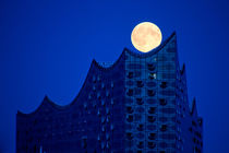 Full Moon Above Elbphilharmonie, Hamburg by Tobias Münch